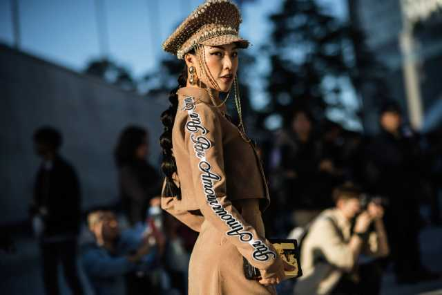 إطلالات الشارع في أسبوع سيول للأزياء الكورية ربيع 2019