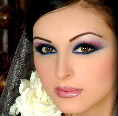 تعلمي طريقة دمج الألوان لمكياج ظلال العيون