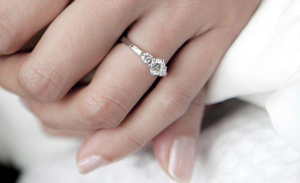 اسرار العلاقة بين خاتم الخطوبة وخاتم الزواج
