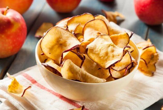 طريقة عمل تفاح مجفف بالقرفة سهلة ولذيذة