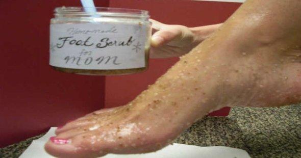 مقشر النعناع وملح البحر لجمال قدميك في الصيف