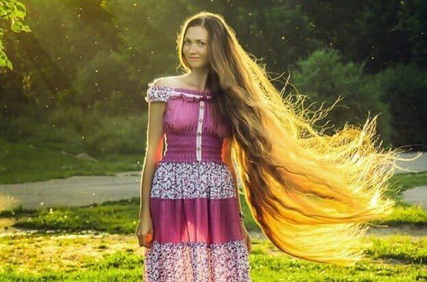 بالصور: فتاة روسية تمتلك أطول شعر في العالم لم تقصه منذ 13 سنة