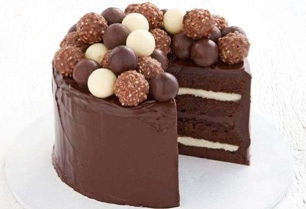 تناول كيك الشوكولاتة فى وجبة الإفطار