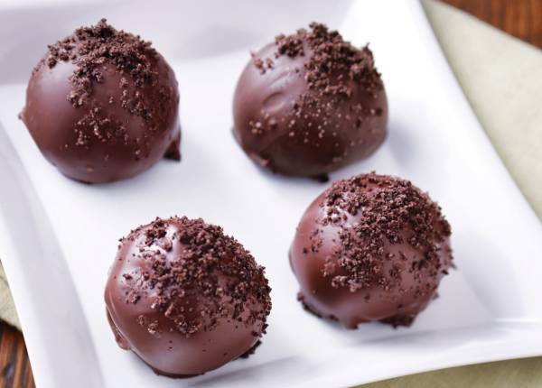 طريقة عمل كرات الشوكولاتة بالبسكويت أشهى حلويات رأس السنة