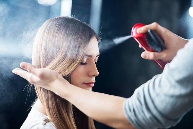إحذري سبراي الشعر أثناء الحمل