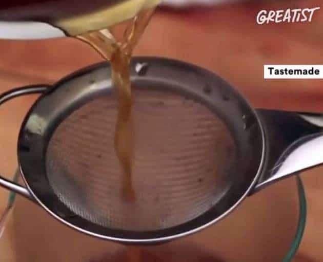 طريقة غريبة للتخلص من مرارة القهوة بالصور