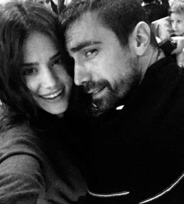 إبراهيم تشيليكول ينشر صور خطيبته التي تشبه كثيرا الممثلة التركية فخرية أوجن