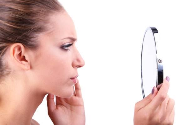 ظهور الشعر الزائد في الوجه لدى النساء ... 5 أسباب وطرق إزالته