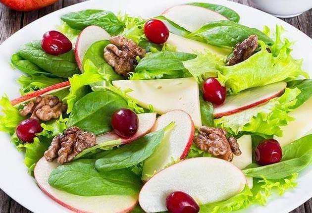 طريقة عمل سلطة التفاح بالسبانخ سلطة مغذية ولذيذة