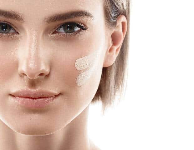 أفضل 4 أنواع كونسيلر لإخفاء البقع الداكنة في الوجه