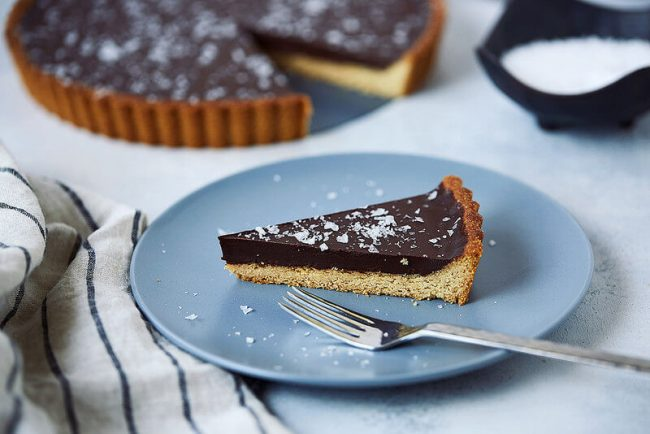 طريقة عمل تارت الشوكولاتة الداكنة بزيت الزيتون