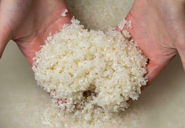 ماسك ماء الأرز لتوحيد لون البشرة وإزالة البقع