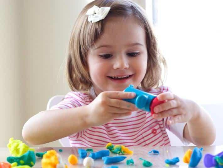 10 أسباب مرض التوحد عند الأطفال وعلاماته المبكرة