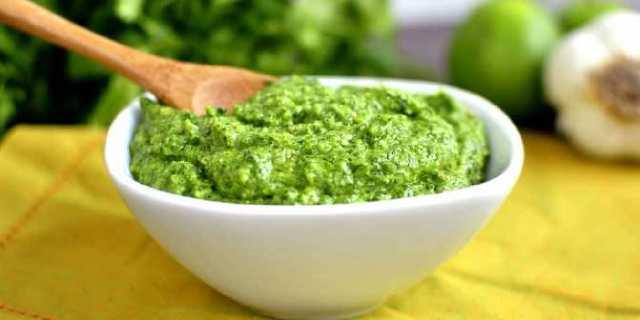 الصوص الأخضر لنكهة مميزة للسلطة الخضراء