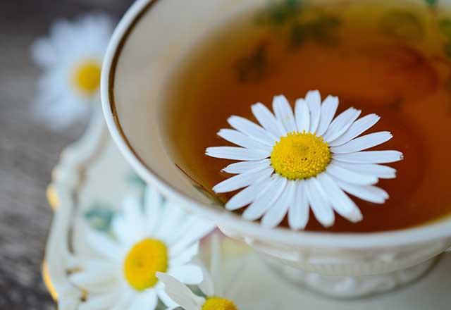 5 أنواع من شاي الأعشاب يساعد على النوم بشكل أفضل