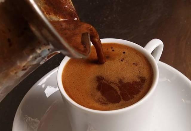 ماذا يحدث لو شربنا فناجين من القهوة يوميًا؟